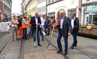 OB Andreas Bausewein beim Spatenstich